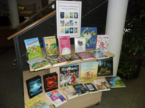 """Thementisch """"Neue Kinder- und Jugendbücher"""